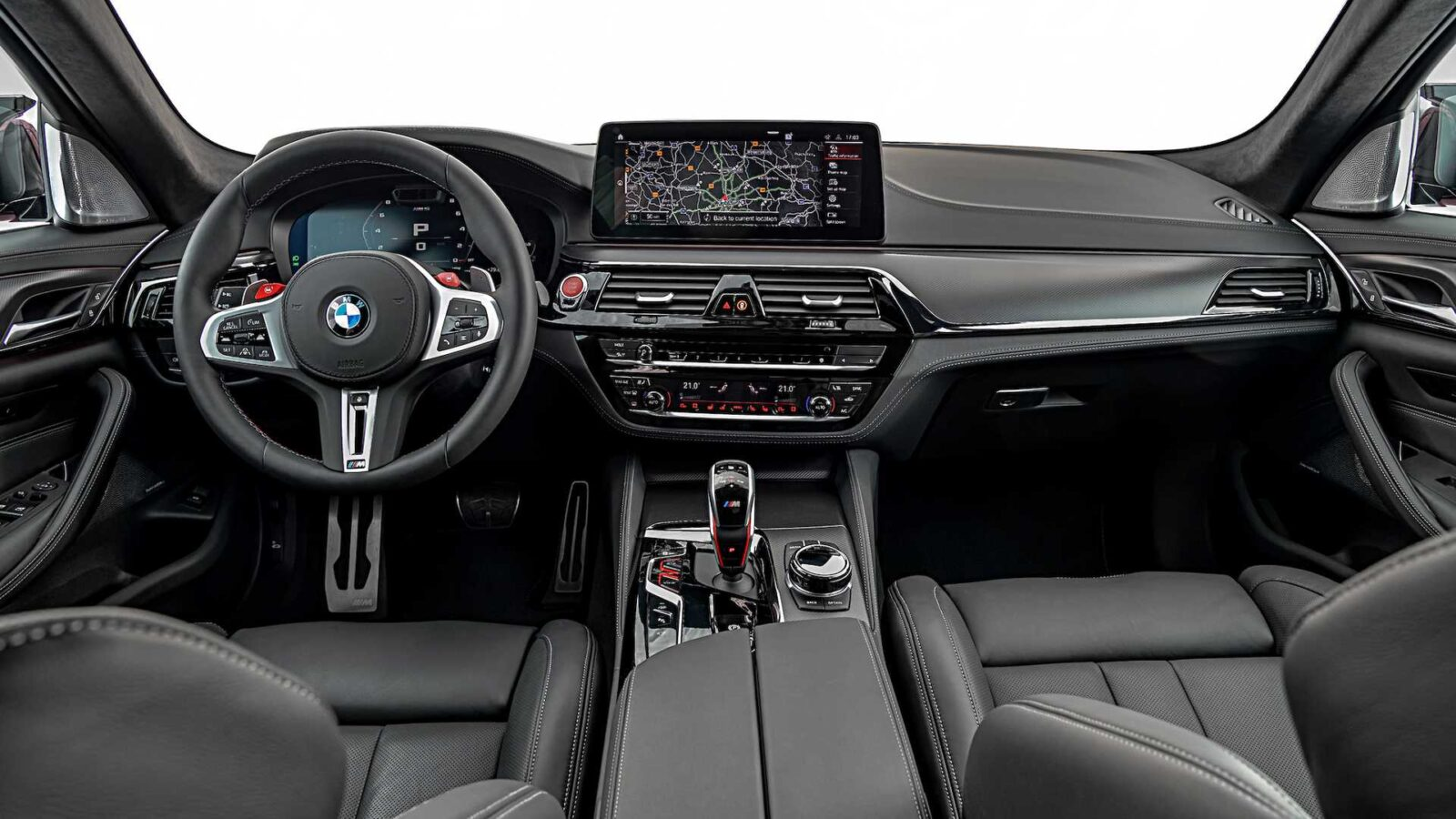 Салон BMW M5 2021 модельного года